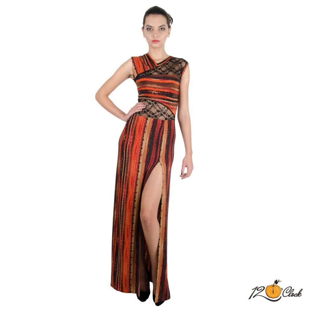 дълга вталена рокля