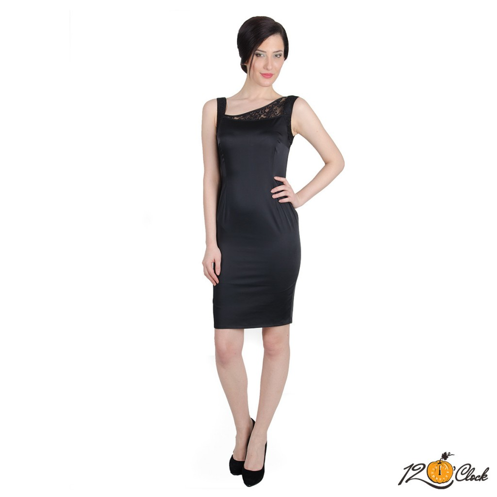 Вталена къса черна рокля