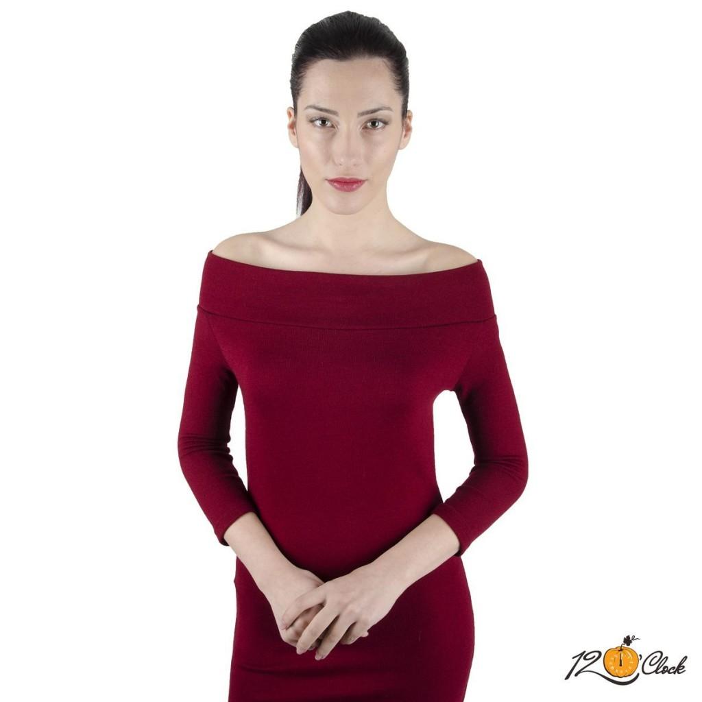Вталена рокля с дълъг ръкав