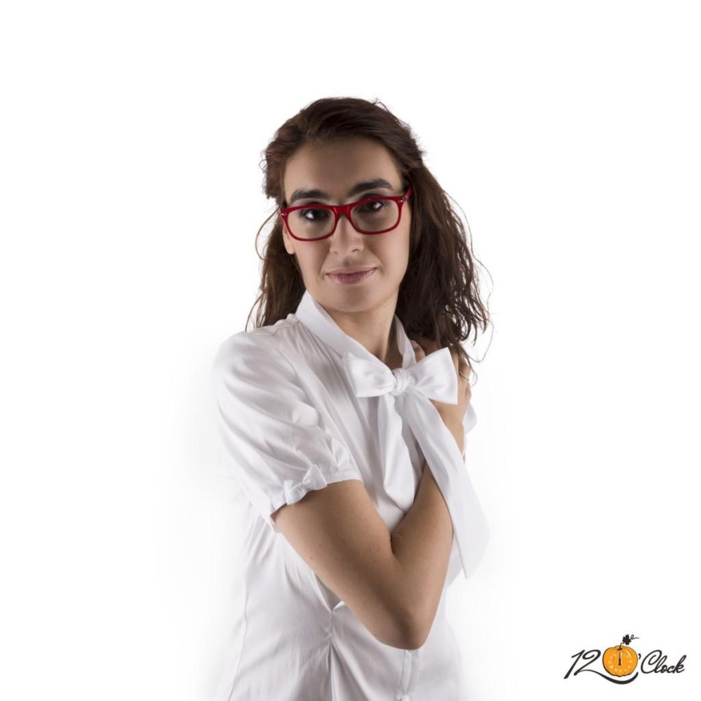 бяла риза с къс ръкав