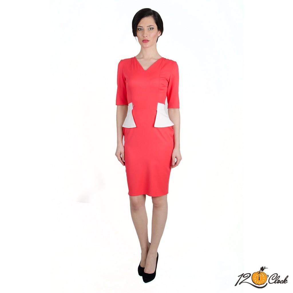 рокля с V-образно деколте