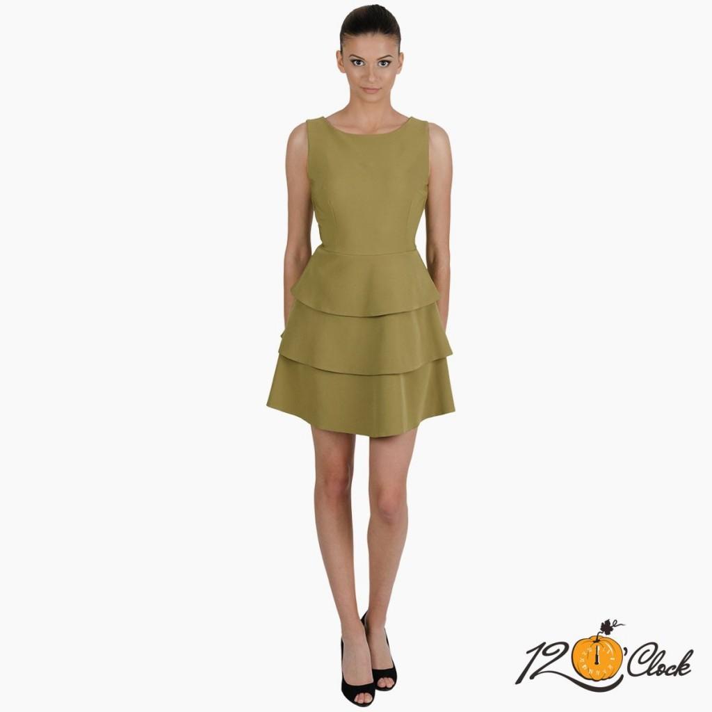 рокля с волани