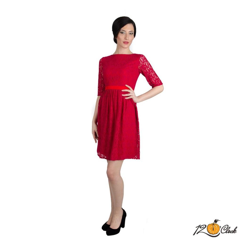 сатенена рокля с дантела