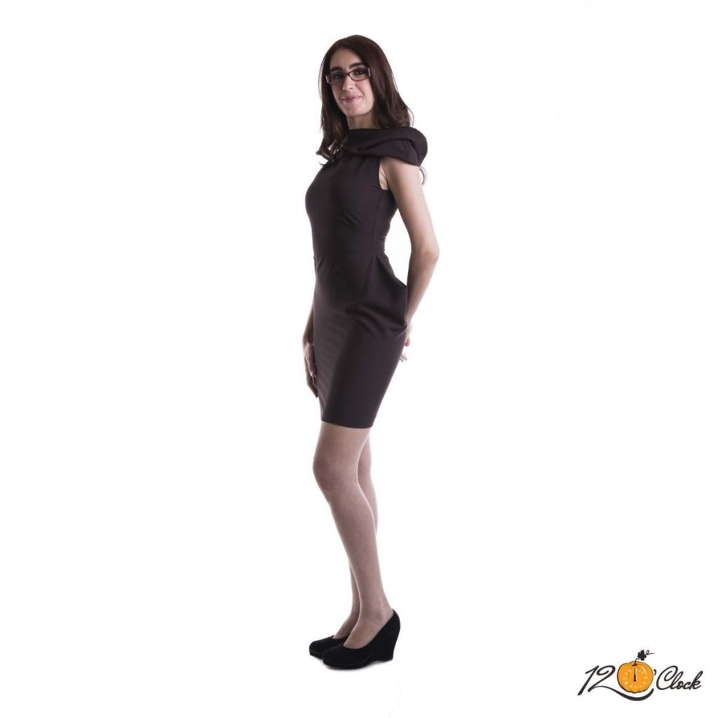 къса кафява рокля