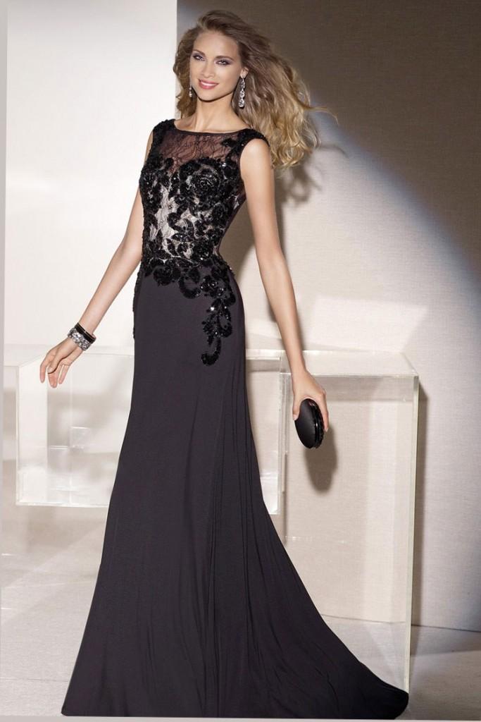 черна вечерна рокля