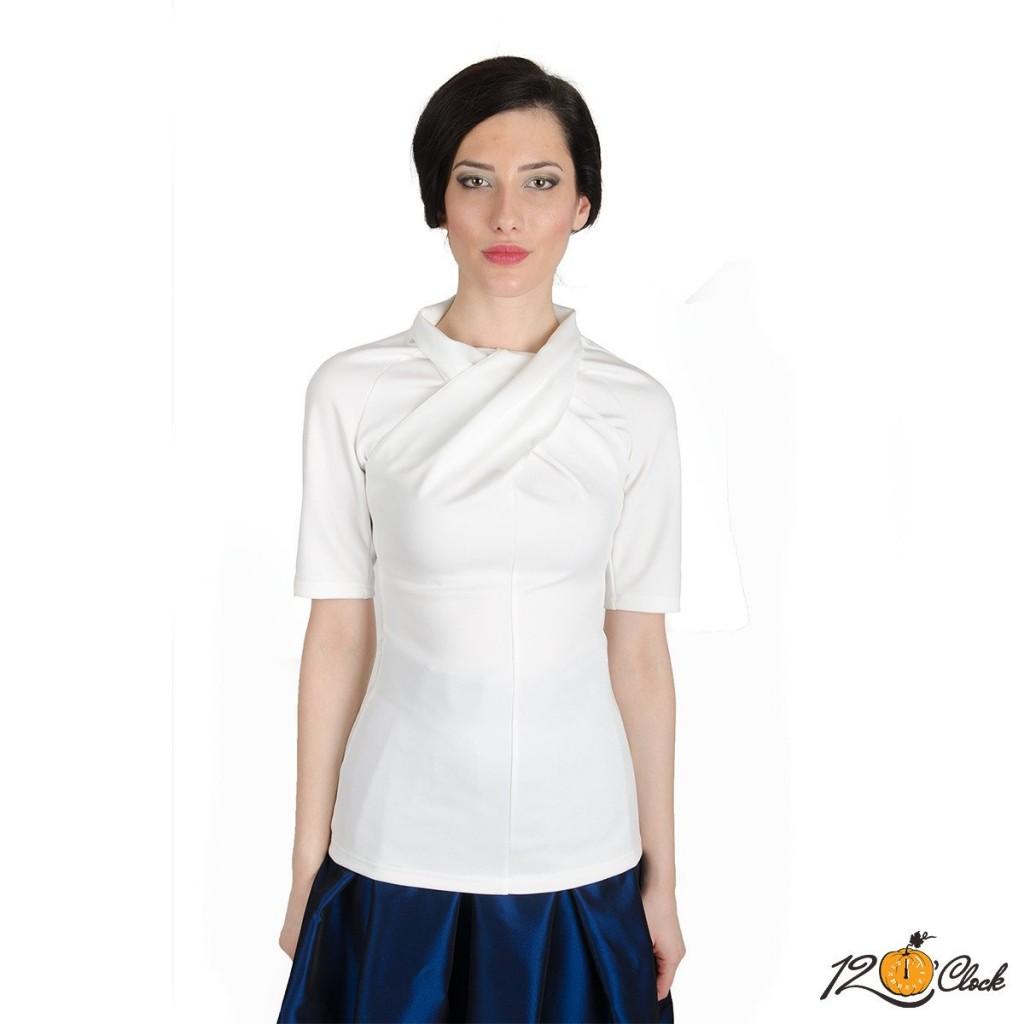 Бяла блуза с втален силует